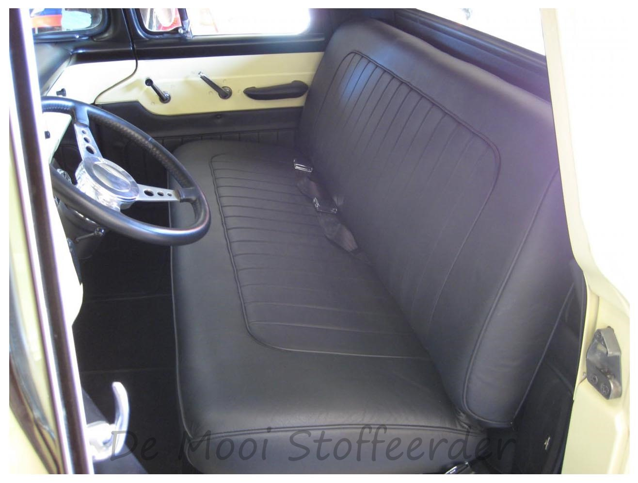 Herstofferen van autostoelen for Auto interieur vernieuwen